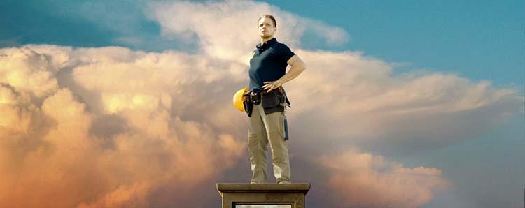 строитель-супергерой
