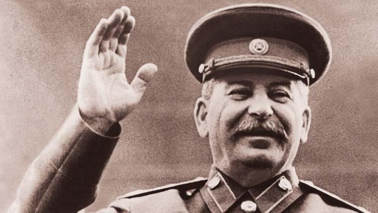 Сталин улыбается